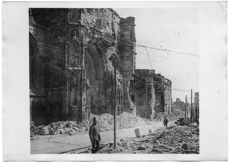 La rue Saint-Pierre et l'église Saint-Pierre démolie