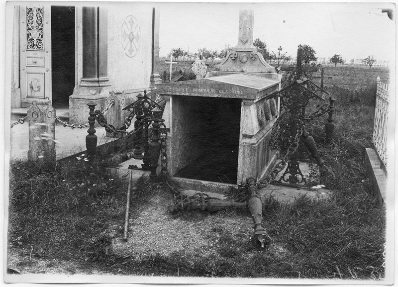 Violations de sépultures commises par l'ennemi : la sépulture Dumoulin-Descaure violée par les Allemands