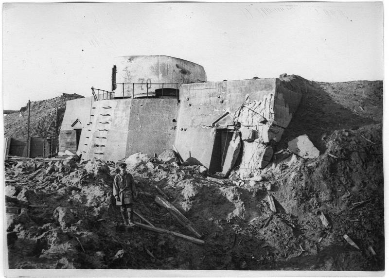 Défenses côtières allemandes, batterie Friedrichsort, une pièce et ses soutes à droite et à gauche