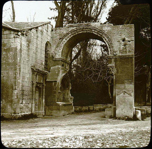 Nécropole des Alyscamps