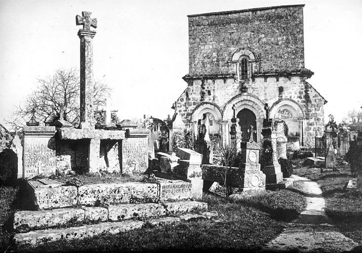 Façade ouest prise du cimetière