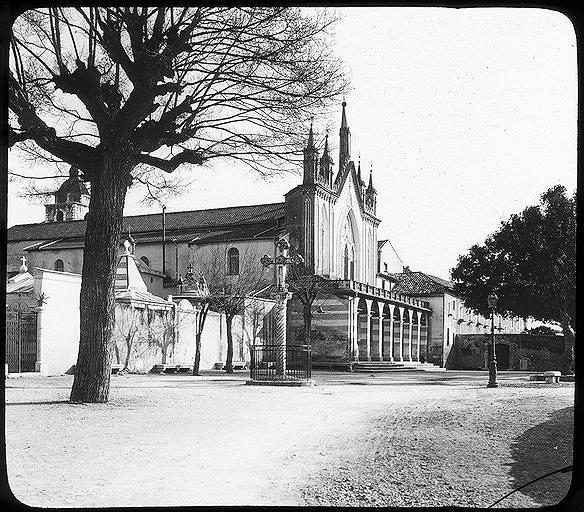 Angle des façades nord et ouest de l'église
