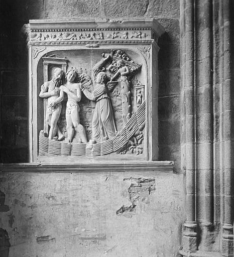 Bas-relief sculpté : la résurrection des morts