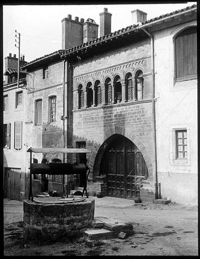 La façade et le puits