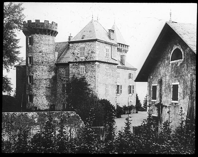 La tour carrée et la tour ronde