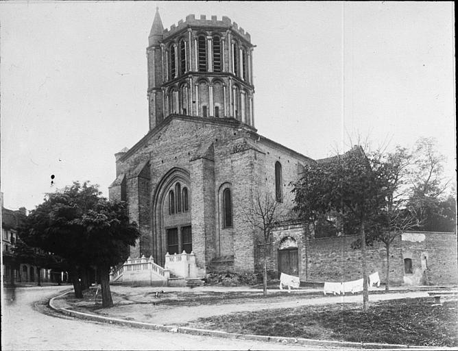 Prieuré de bénédictins, puis église paroissiale Saint-Sauveur