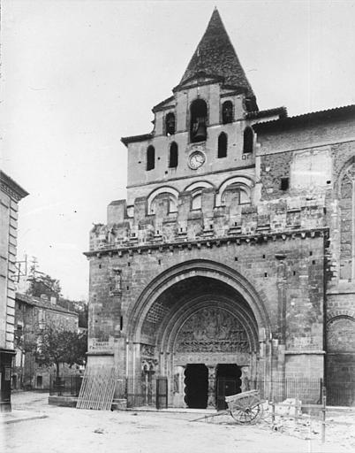 Eglise Saint-Pierre et son cloître