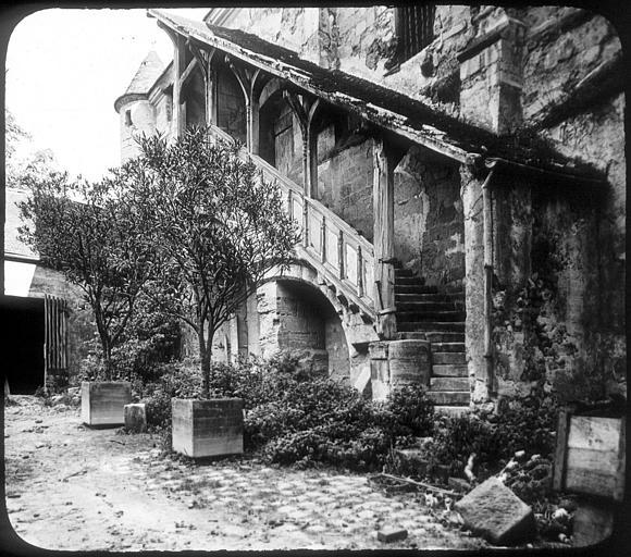 L'escalier du vieux chapitre (12e)