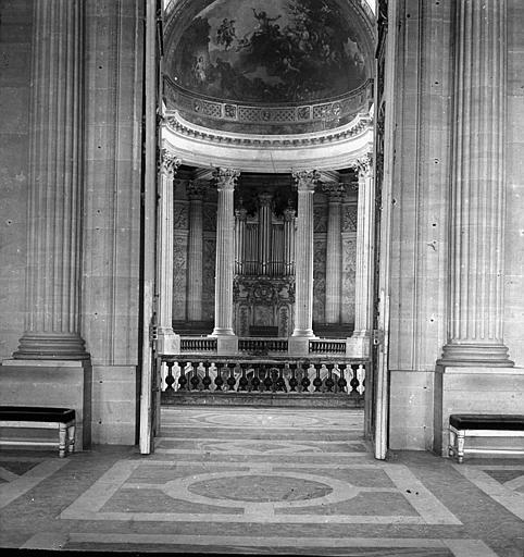 Intérieur de la chapelle, l'orgue vu de la galerie haute