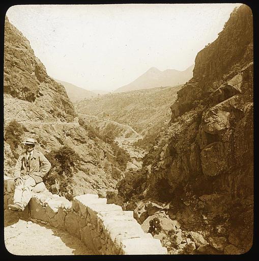 L'Inzecca vue vers la côte orientale ; promeneur au premier plan