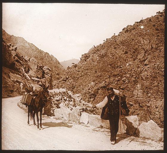 Paysan et son âne sur la route de la Scala di Santa Regina