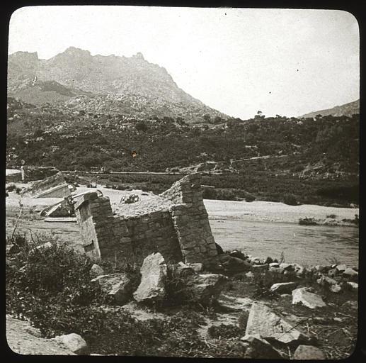 Pont emporté sur la route de Sartène à Sainte-Lucie-de-Tallano