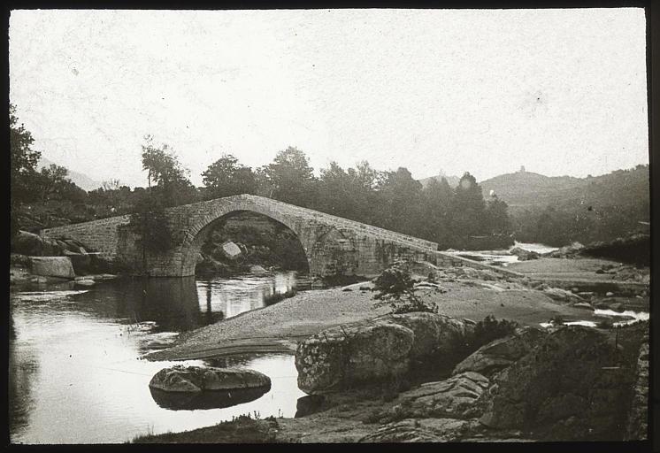 Pont gênois sur la route de Sartène à Sainte-Lucie-de-Tallano