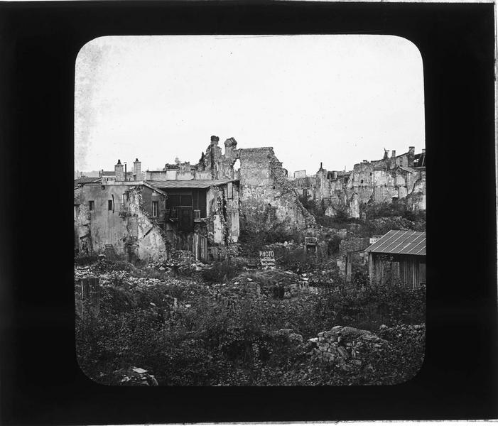 Ensemble en ruines (ville bombardée en 1916)