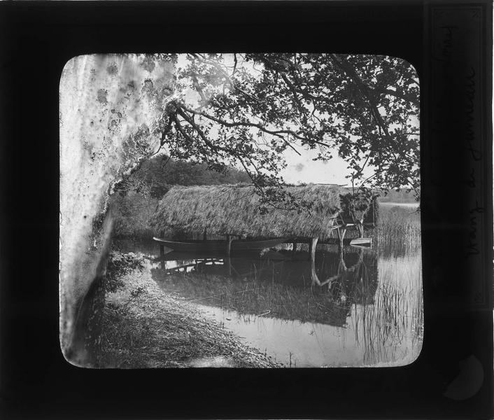 Forêt d'Amboise : grand étang de Jumeaux, abris à bateaux