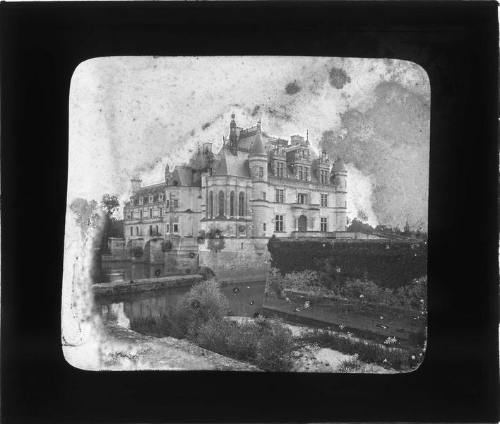 Château et douves, côté nord-est
