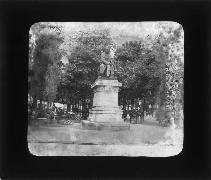 Ensemble (statue fondue en 1942)