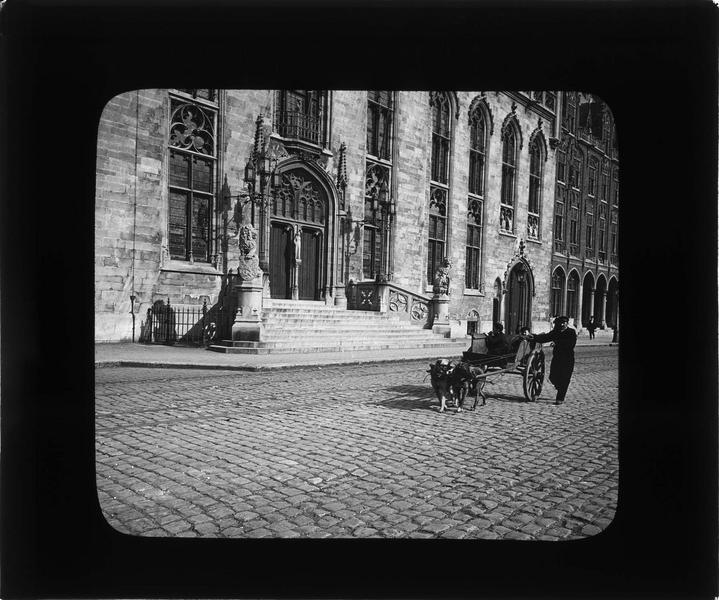 Escalier et portail d'entrée, vue animée avec charrette tirée par des chiens