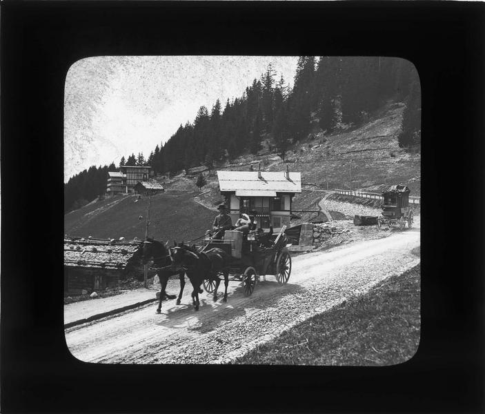 Chalets sur la route de Feydey à Leysin, vue animée avec charrette à chevaux