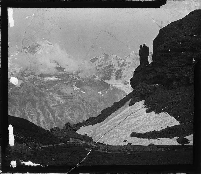 Alpes bernoises, paysage de montagne : sommets de la Jungfrau et du Gletscherhorn depuis Schilthorn