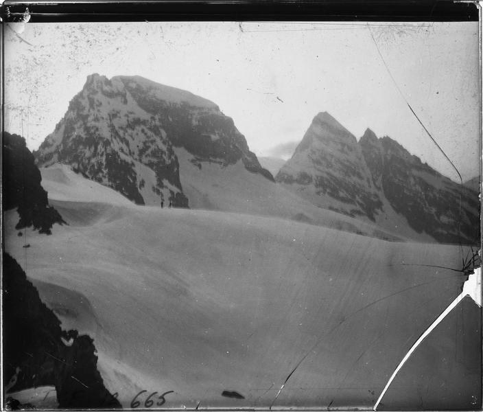 Alpes bernoises, paysage de montagne : sommets du Tschingelhorn et du Lauterbrunnen Breithorn, face sud