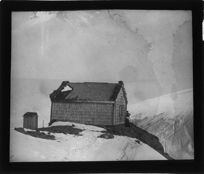 Alpes bernoises: cabane à proximité du sommet du Tschingelhorn