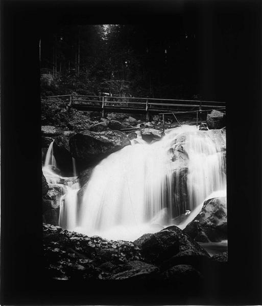Cascade de la rivière Gutach avec passerelles au coeur de la Forêt Noire