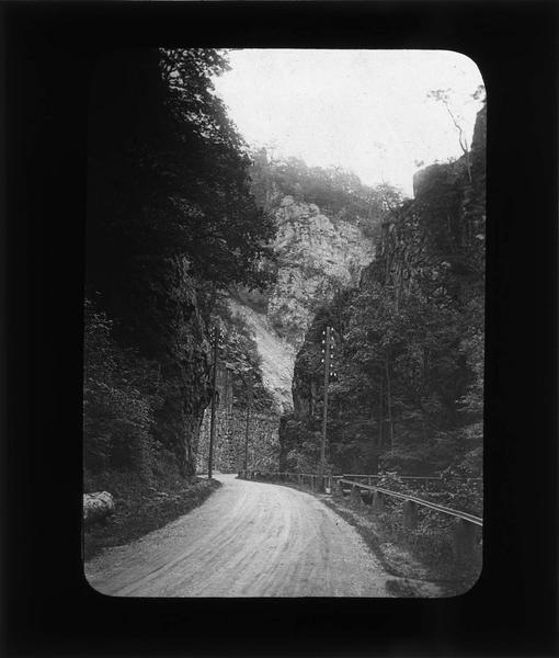 Route dans le Val d'Enfer