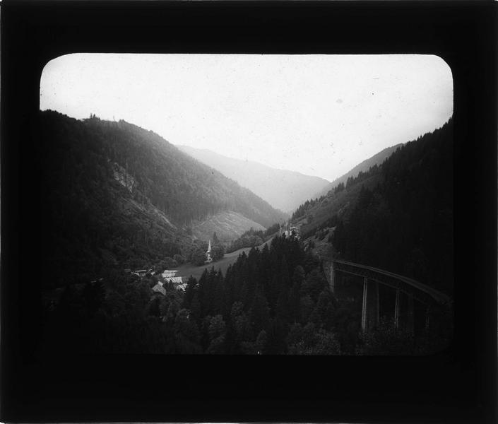 Panorama au coeur de la Forêt-Noire et viaduc ferroviaire