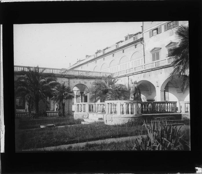 Façade sur jardin, vue partielle avec galerie et terrasse