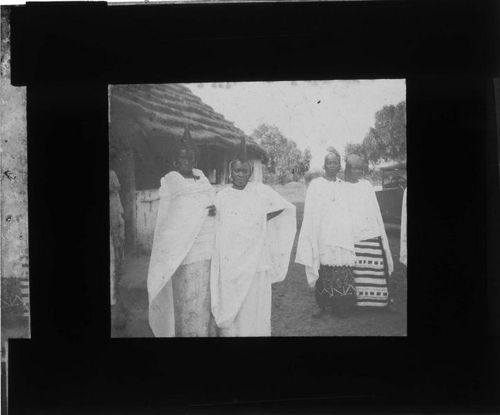Portrait de quatre femmes autochtones