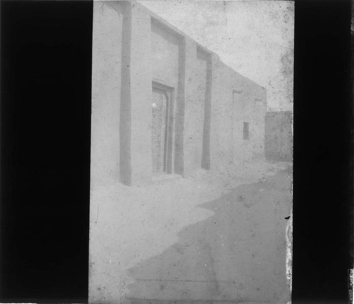 Façade sur rue. L'explorateur René Caillé (1799-1838) habita cette maison quelques semaines