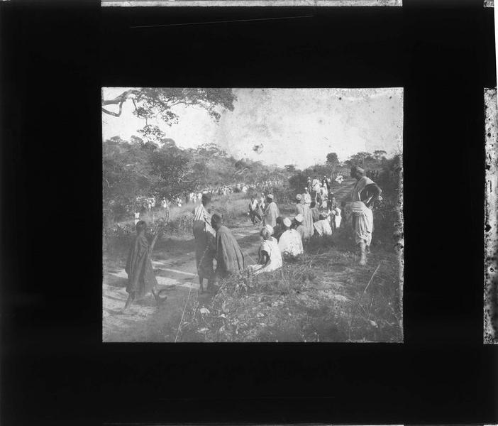 Foule d'autochtones lors d'une grande chasse