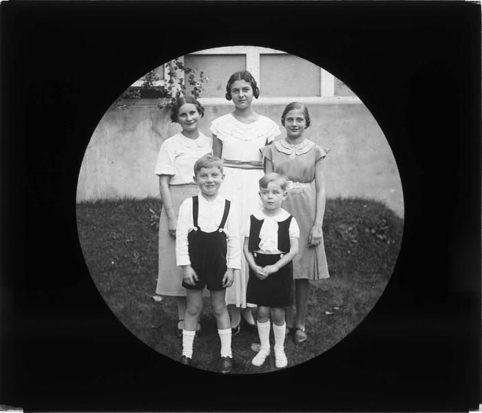 Portrait de groupe : jeunes filles et garçons