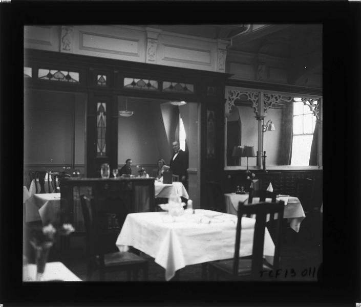 Intérieur du restaurant, vue animée