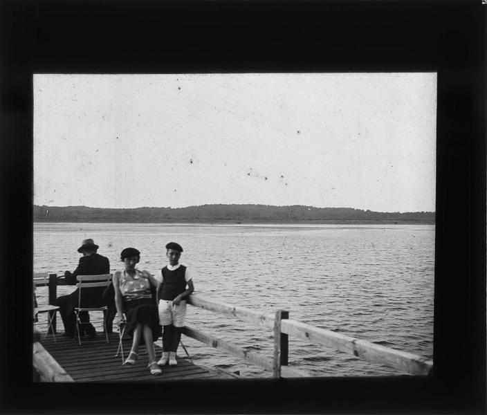 Ponton sur le lac, vue animée