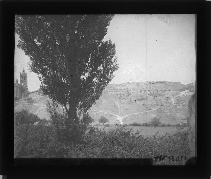 Panorama avec église Notre-Dame-de-l'Ascension (à gauche)