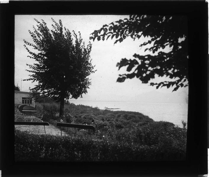 Terrasse donnant sur un lac