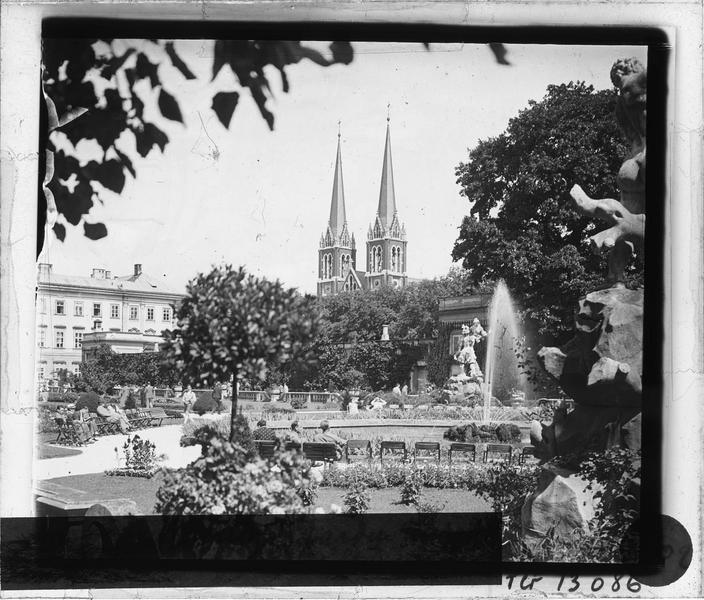Jardin du château et tours de l'église, vue animée