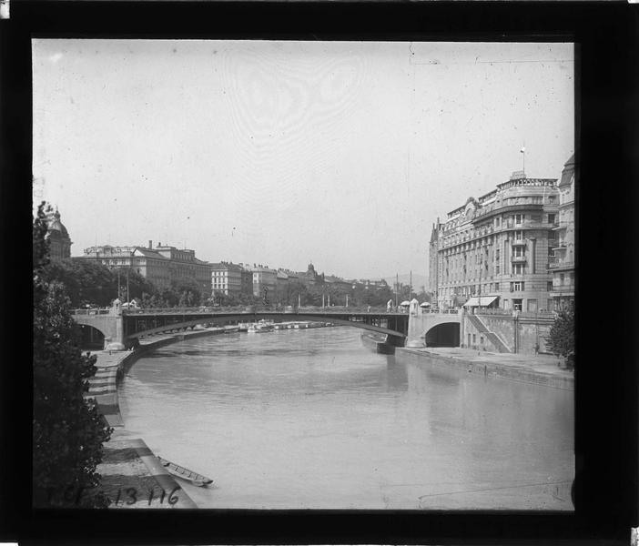 Franzensbrücke depuis le quai
