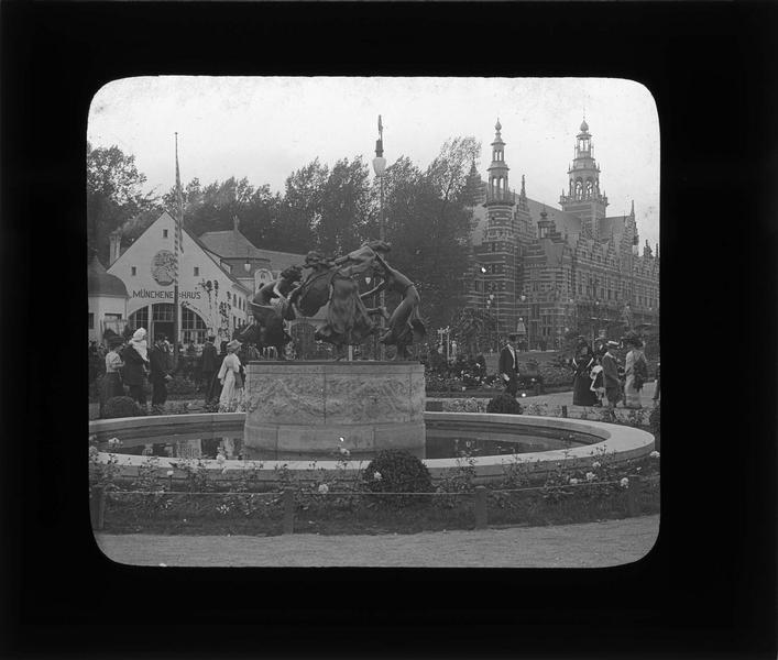 Fontaine et pavillon hollandais en arrière-plan, vue animée