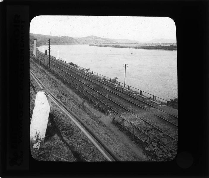 Chemin de fer longeant le Rhin vers Unkel