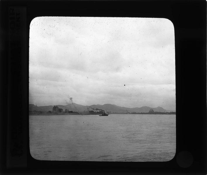 Panorama sur la vallée du Rhin, les Sept Montagnes et bateau à vapeur
