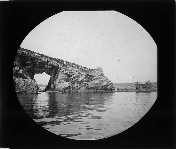 Arche de la Pointe de Gador et barque