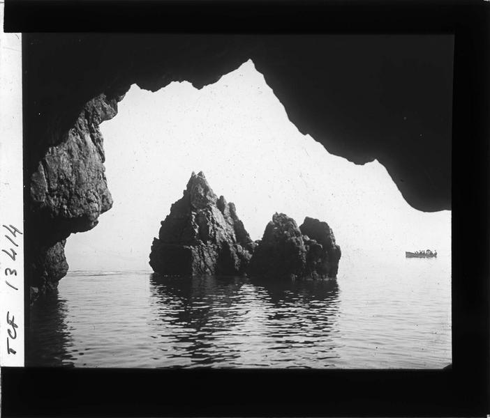 Aiguilles depuis l'entrée de la grotte des Normands
