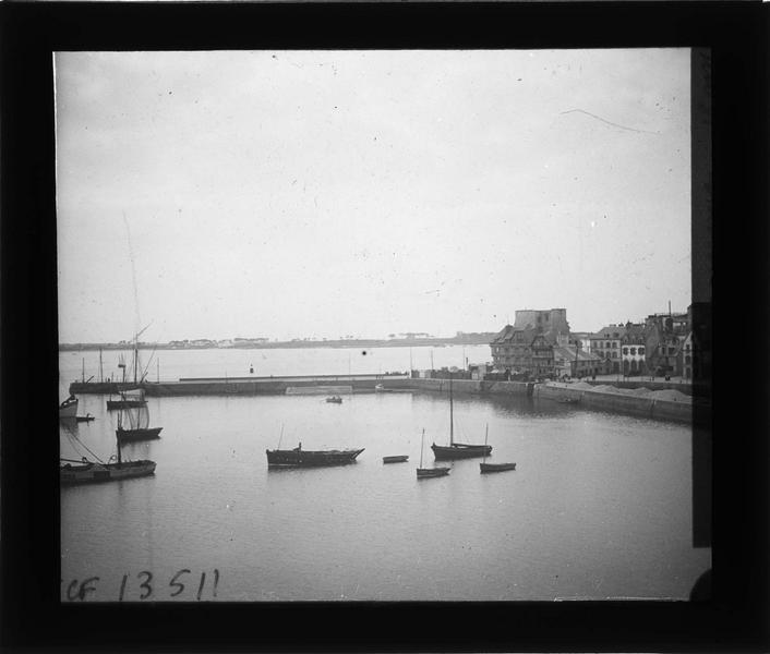 Jetée et bateaux depuis les remparts de la Ville Close