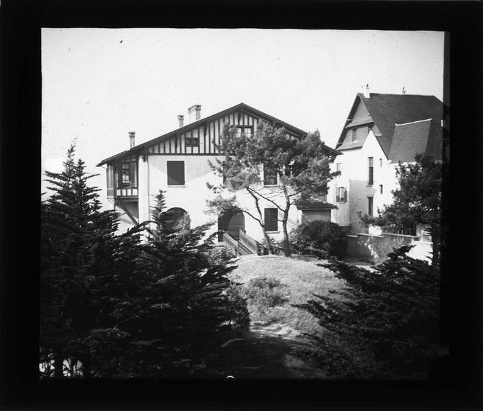 Façades sur jardin depuis l'une des chambres de l'hôtel du Vieux Moulin
