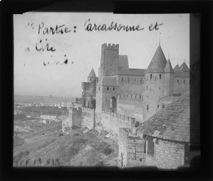 Enceinte extérieure depuis la tour carrée de l'Evêque