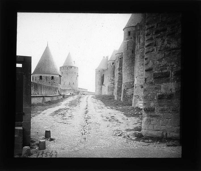 Lices hautes, tour de la Peyre et tour de la Vade (à gauche)