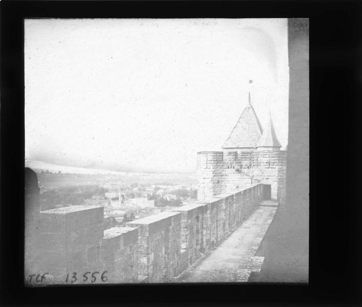 Tour carrée de l'Evêque depuis les remparts intérieurs, côté sud